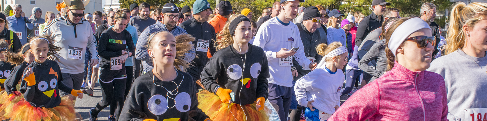 turkey trot runners at the start